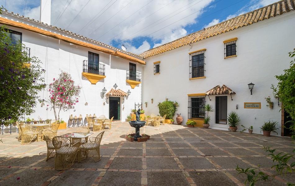 patio2 1 - La Historia de la nueva Hacienda el Santiscal. Parte 1