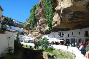 Setenil de las Bodegas 13 300x201 - 5 mejores pueblos de Cádiz que no te puedes perder este verano